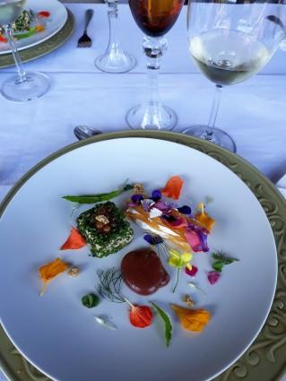 Viagem de Estudo_ Sauvignon Blanc Abreu Garcia harmonizado com Terrine de salmão, mil folhas de queijo fresco e vinagrete de araçá