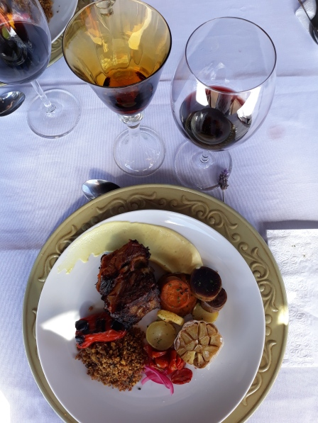Viagem de Estudo_vinho tinto Abreu Garcia Cabernet SauvignonMerlot harmonizado com Costela, trilogia de batatas, farofa de pinhão e tomates assados